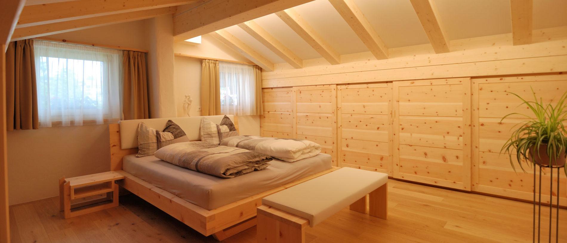 Mobili In Legno Massiccio Trentino letti in cirmolo - letto in pino cembro, grande scelta